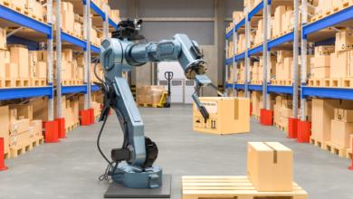 Umělá inteligence učí roboty ve skladech citlivějším pohybům